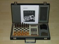 Der erste Schachcomputer auf der Welt:                        der Chess Challenger 1 mit vertauschte
