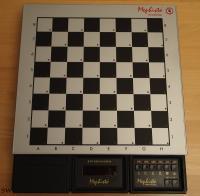 Der Mephisto Polgar 10 MHz. Mein Gerät wurde als Komplettgerät mit Modularbrett hergestellt und verk